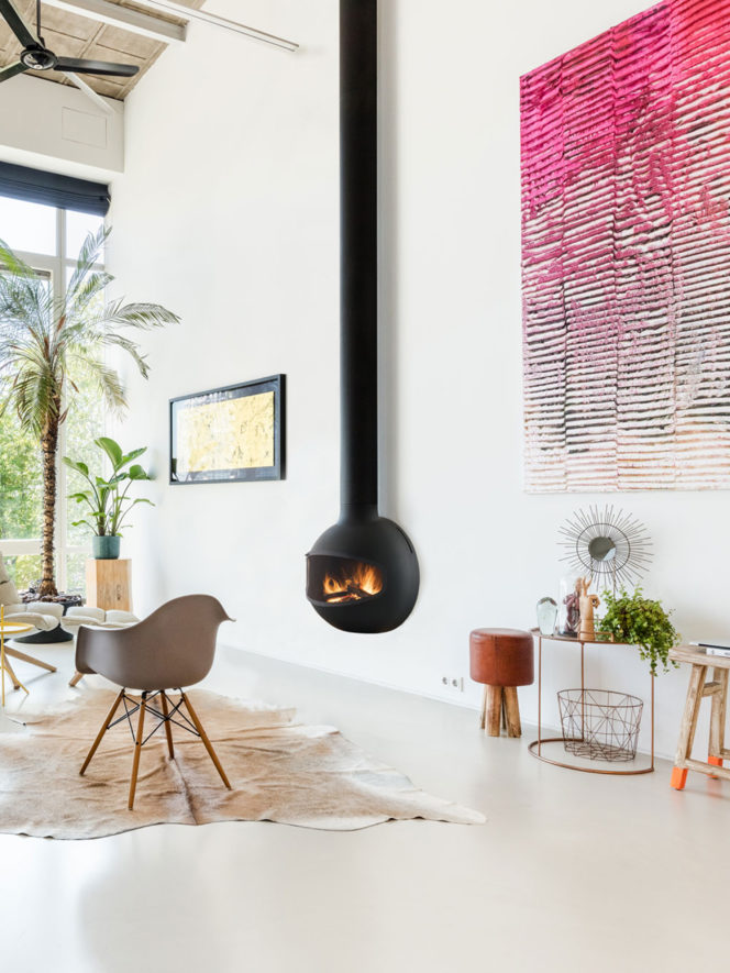 Emifocus wallmounted uniqure fireplaces by focus fires with safety screen